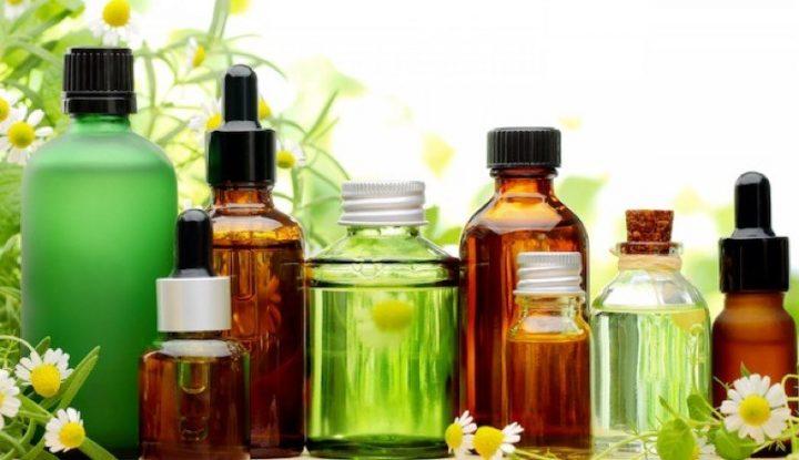 Oli e Idrolati nella pulizia quotidiana della pelle del bambino